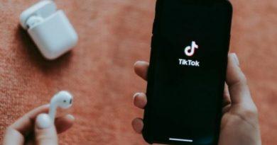 TikTok fshin 49 milionë video