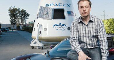 Elon Musk trilioneri i parë në botë